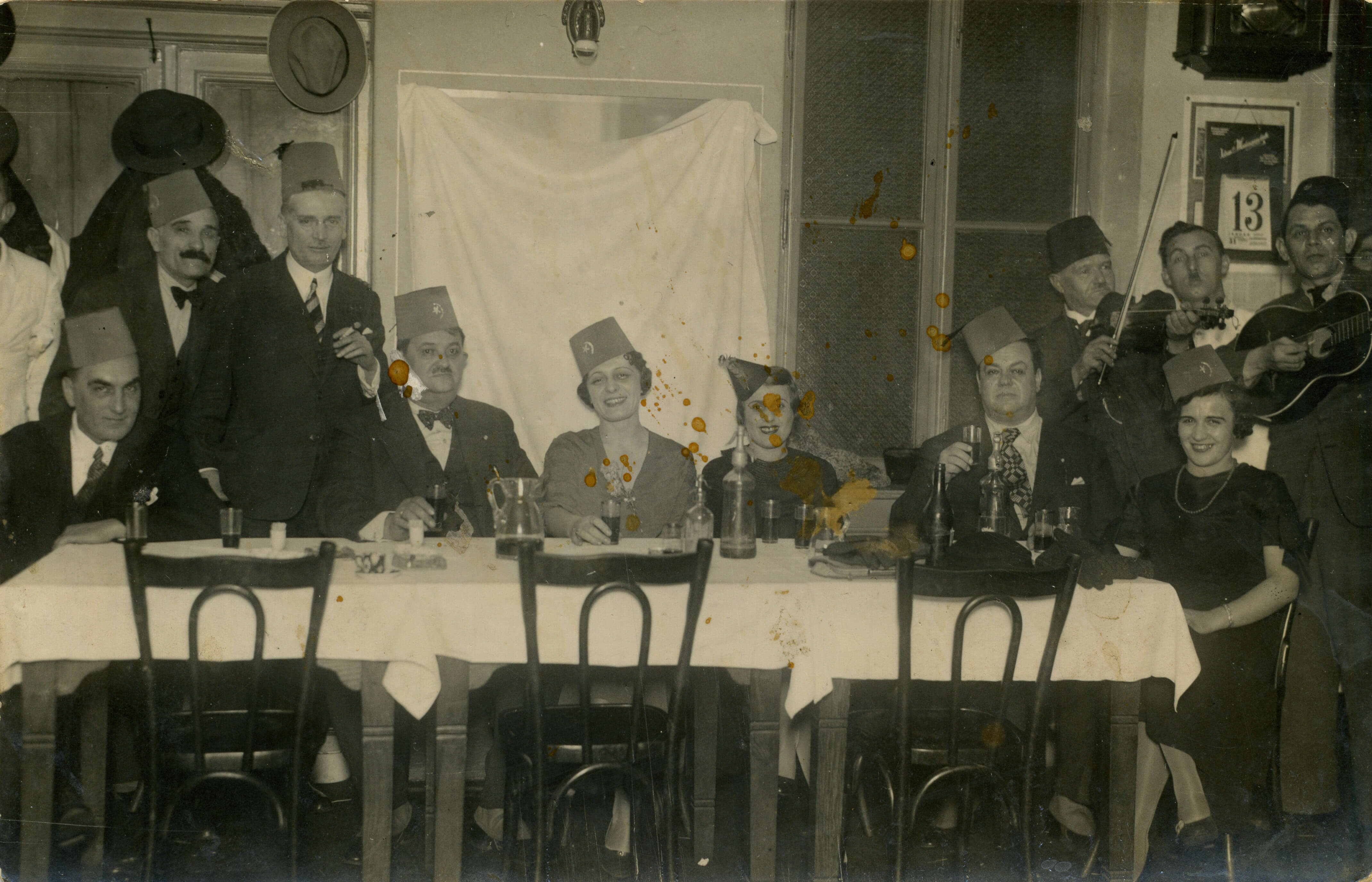 """Music Society """"Suz"""" in a tavern (Petrović playing the violin) (SASA Archive, 14197/1)"""